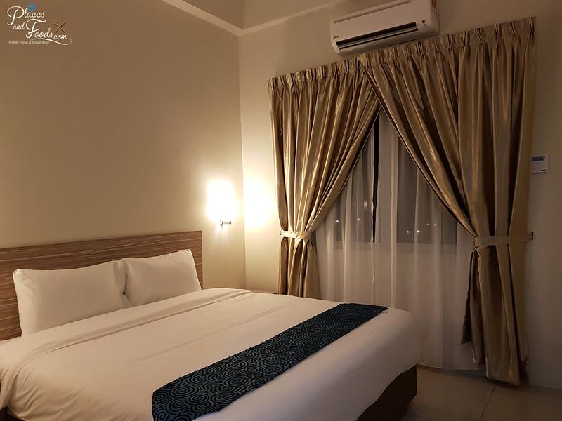 nadias hotel langkawi room king size bed