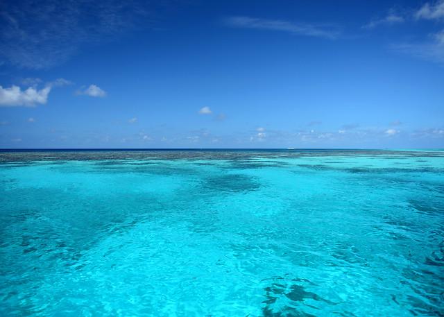 Aguas turquesas y paradisíacas que encontramos en barco por las Islas Maldivas