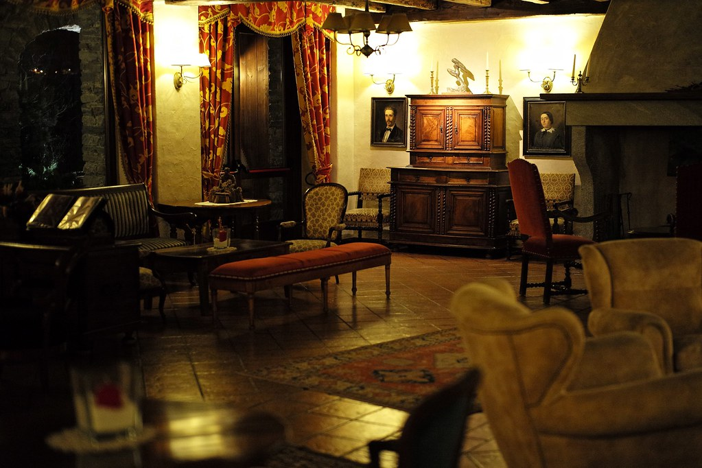 Living room ii at mont blanc hotel village la salle for Living room cafe bar gallery