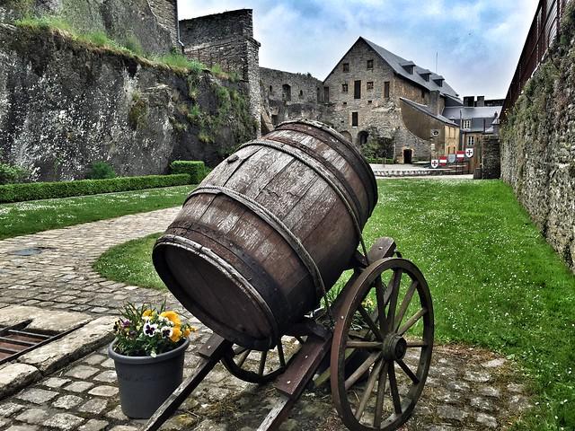 Patio de armas del castillo de Bouillon (Valonia, Bélgica)