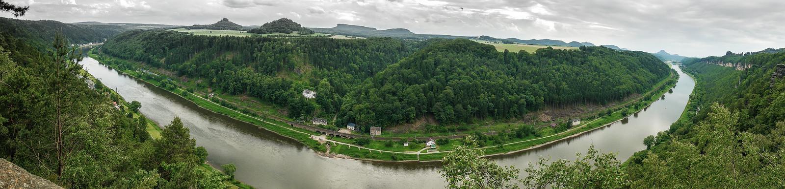 Elbe mit Landschaft