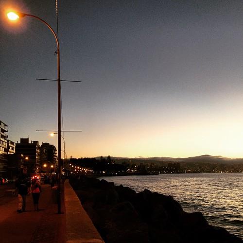 Anochece en #ViñadelMar #Chile 🚶🌃