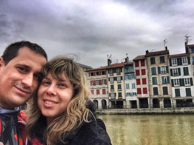 Sele y Rebeca en Bayona (País Vasco francés)