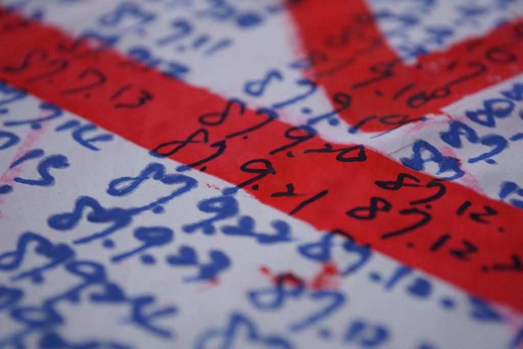 蔡英文就職前夕,收費員曾於民進黨部前於大布條上一一寫下工作年資。(資料照片/攝影:王顥中)