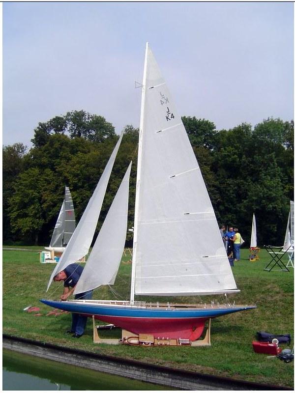 Endeavour sailboat model 17212617081_1ed7f73889_c