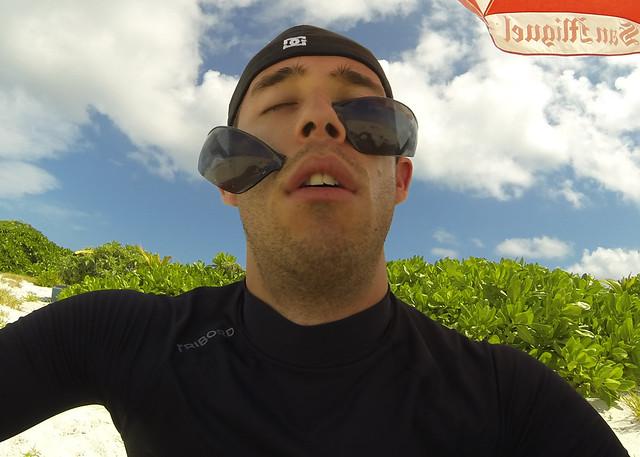 Mis gafas de decathlon rotas debido al sol