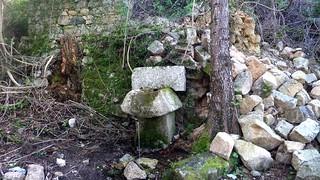 La source de Funtanedda avec la fontaine avant sa destruction sous le moulin