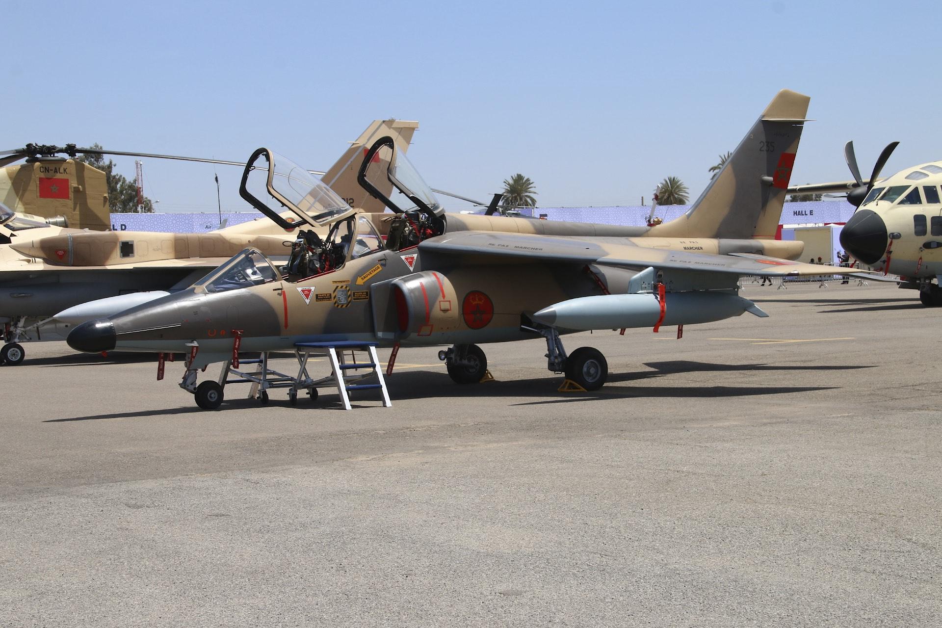 FRA: Photos avions d'entrainement et anti insurrection - Page 9 26816240160_47937f320e_o