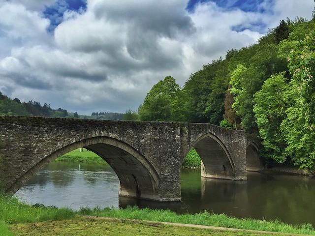 Puente sobre el Semois a su paso por Bouillon (Valonia, Bélgica)