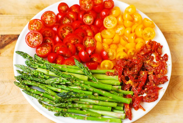 vegetables and chicken, asparagus, cherry tomatoes, sun-dried tomatoes, healthy recipes