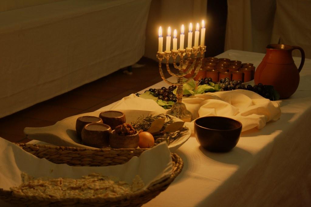 ostergarten passahfest auf dem tisch steht alles f r das flickr. Black Bedroom Furniture Sets. Home Design Ideas