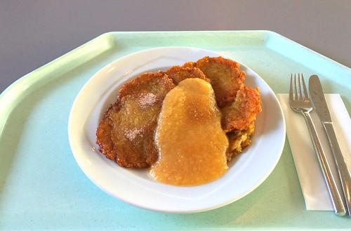 Potato pancakes with apple puree / Reiberdatschi mit Apfelmus