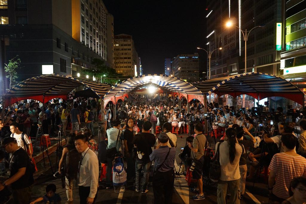 罷工現場佔滿了南京東路三線道。(社影:王顥中)