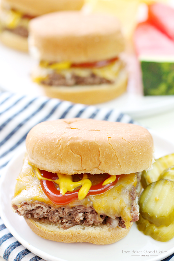Make dinnertime easy with these Easy Beef Sliders! Your family will LOVE them!