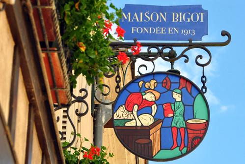 Amboise liegt an der Loire und ist ein hübscher Ort mit einem ebenso hübschen Schloss. Bevor wir uns in der Stadt und beim Schloss ein wenig umschauen umschauen und danach an unseren Zielort Chinon weiterfahren, gönnen wir uns einen Café au lait und ein Apfel- bzw. Erdbeertörtchen (tartelette aux pommes / tartelette aux fraises). Foto: Brigitte Stolle 2016