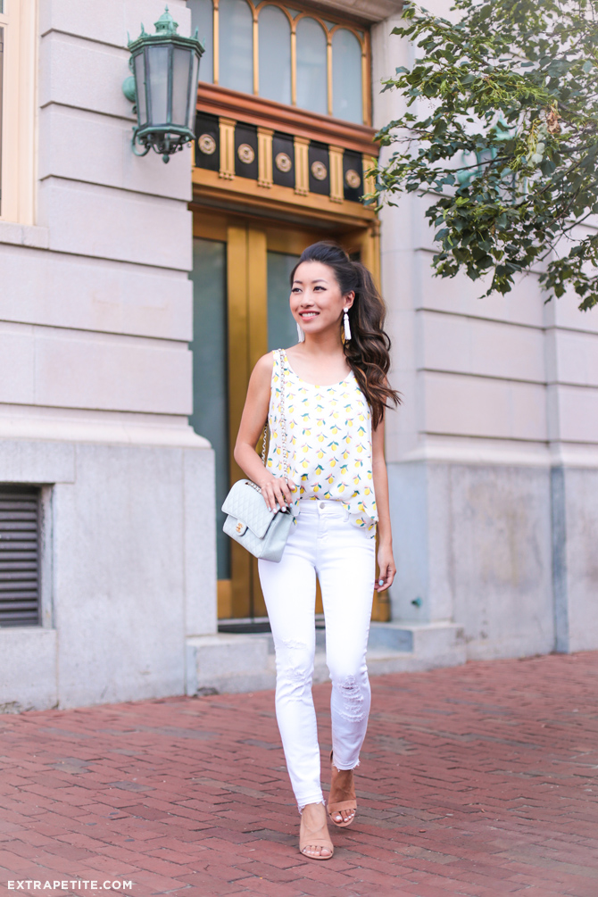 white jeans summer casual outfit_petite fashion