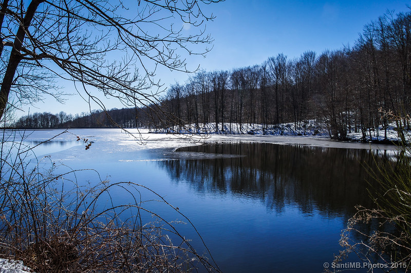 El pantano de Santa Fe lleno en invierno desde La Fabriqueta