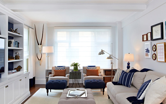 Complementary Colors in your Neutral Living Room | Blue and Orange Decor