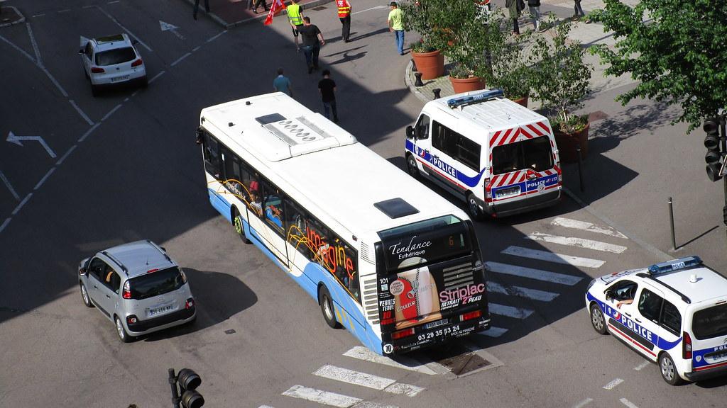 Irisbus Agora S n° 101 - Page 3 27037358060_203c3d1fc9_b