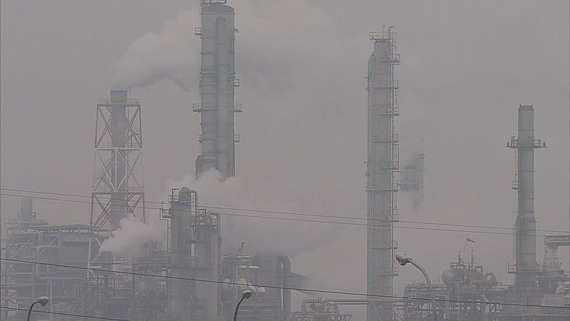 空污嚴重,環署重新修訂空污緊急應變辦法。圖為高雄工業空污。圖片來源:我們的島。