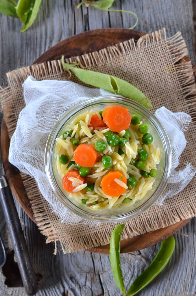 Salade de petit-pois, carottes et pâtes orzo