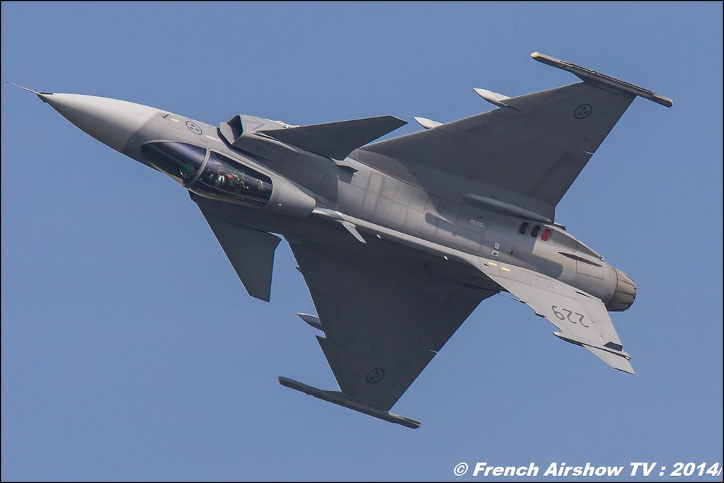 Jas-39 Gripen Solo Display AIR14 Payerne 2014 Canon Sigma France contemporary lens