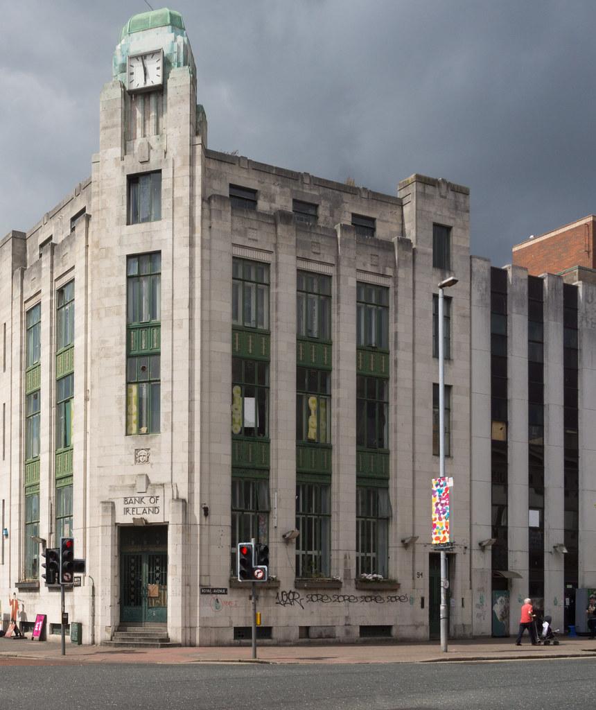 Art Deco Hoekbank.Former Bank Of Ireland