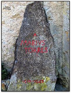 Monòlit a Màrius Torres (SQS, febrer de 2003)
