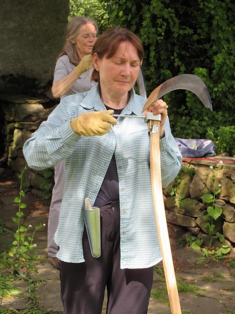 Adjusting a scythe