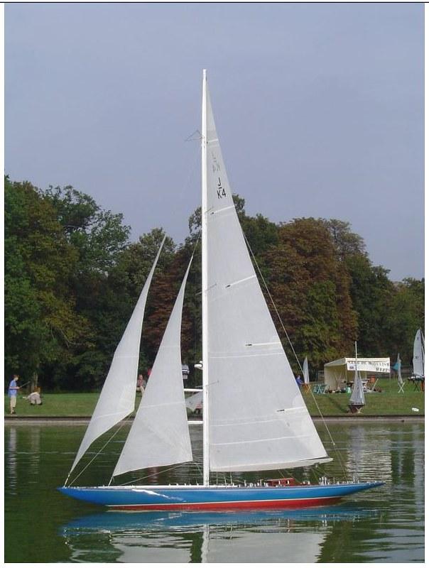 Endeavour sailboat model 17212615881_5ba0328036_c