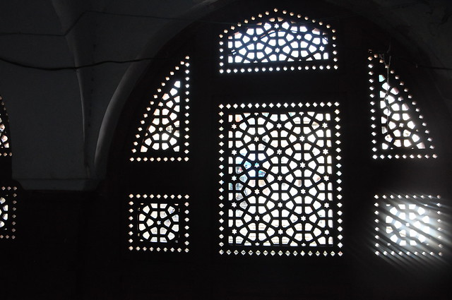 Beautifully latticed windows overlook the 'baoli', providing cool breeze on the passageway used by pilgrims to escape from the heat outside.