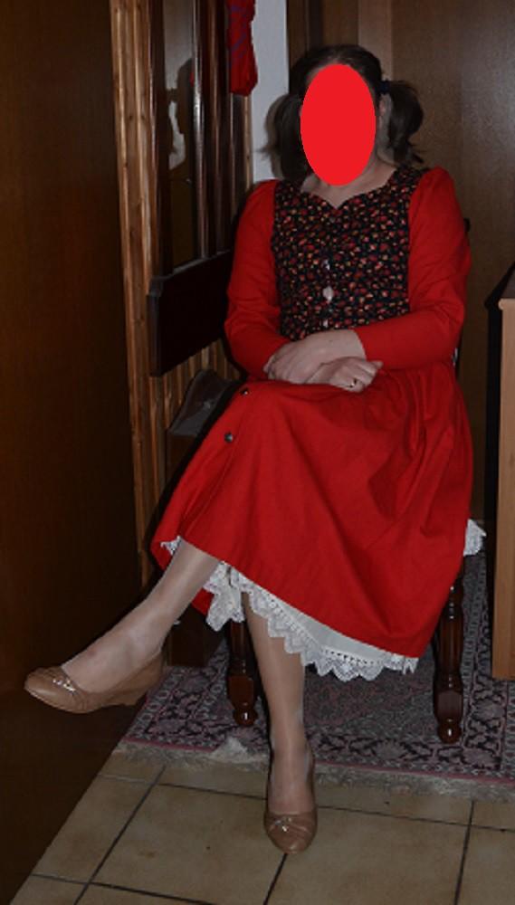 mein rotes kleid my red dress auch im sitzen macht das. Black Bedroom Furniture Sets. Home Design Ideas