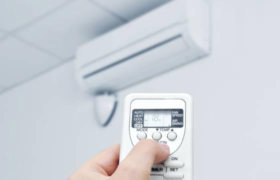 ar-condicionado e controle remoto