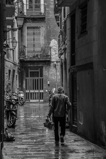 Buscando refugio. El Born, barri de la Ribera, Barcelona
