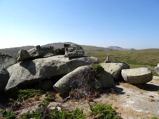 Sur le sentier de la Pierre : formes rocheuses diverses