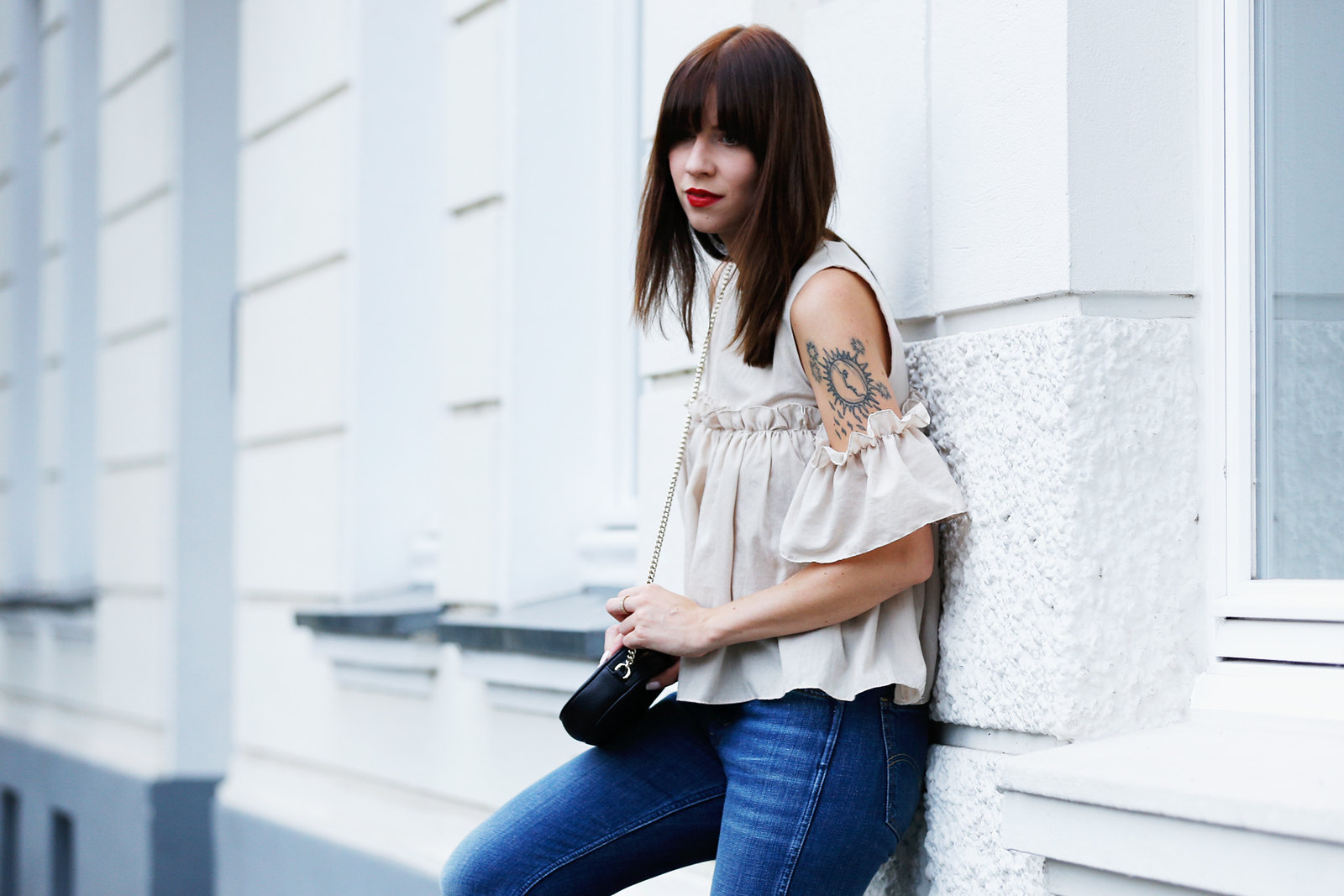 outfit ootd denim levi's storets ruffle blouse gucci soho bag saint laurent espadrilles luxury fashionblogger germany berlin cats & dogs modeblog ricarda schernus 2
