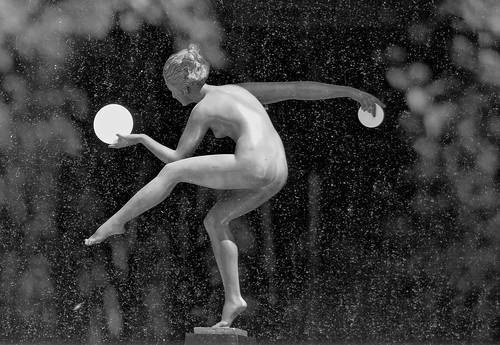 Playing under the rain - Jouer sous la pluie