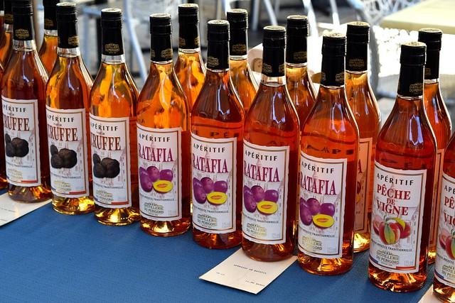 Local Aperitifs at Sarlat Market | www.rachelphipps.com @rachelphipps