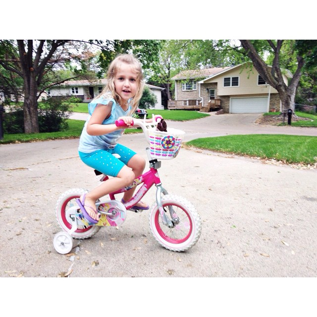 Zooey and I got our bikes out and went on a long ride around the block 🚲🚲