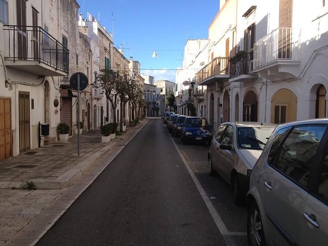 Puglia látnivalói - Ostuni egyik főutcája