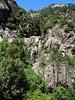 L'arrivée dans le Velacu du haut ravin provenant du Tafonu di u Cumpuleddu (ex-Trou de la Bombe) : belle cascade de 30m