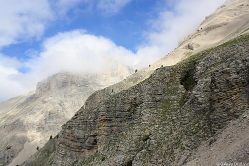 Les premiers nuages accrochent les sommets