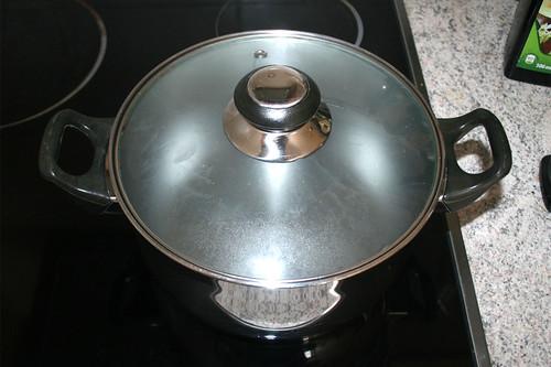 16 - Topf mit Wasser aufsetzen / Bring water to cook