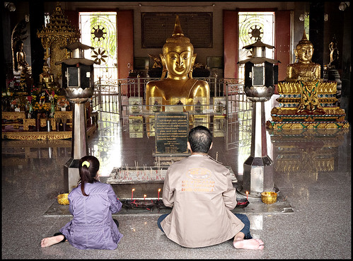Prayers at Wat Phra Tong