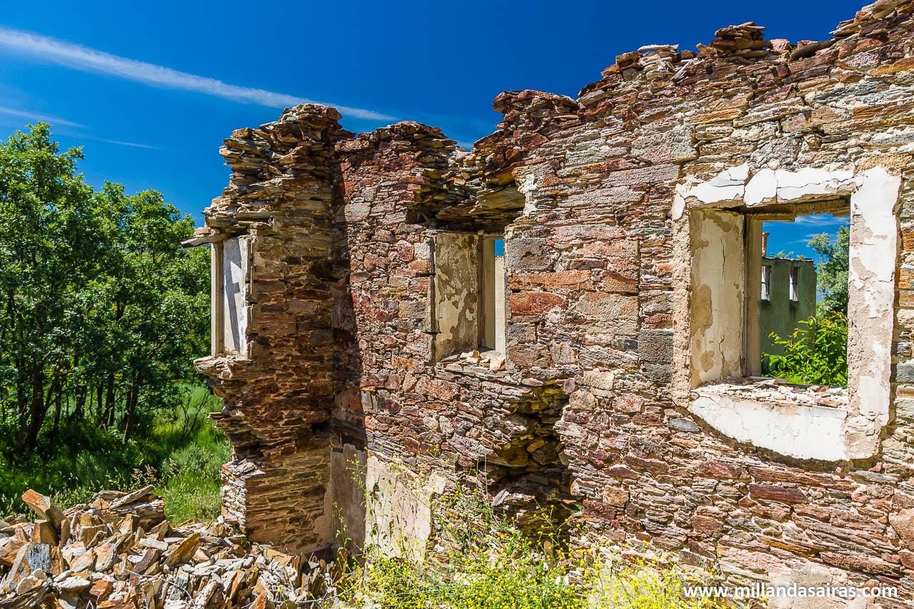 Lo que queda de los antiguos edificios de oficinas de las minas