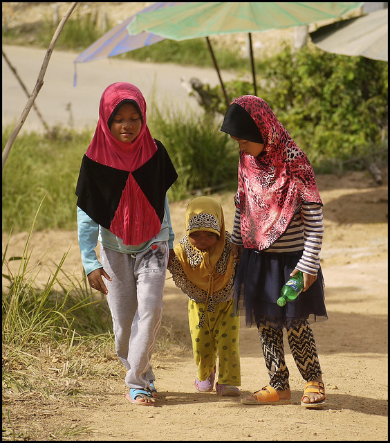 Kids walking up to Samet Nangshe Viewpoint