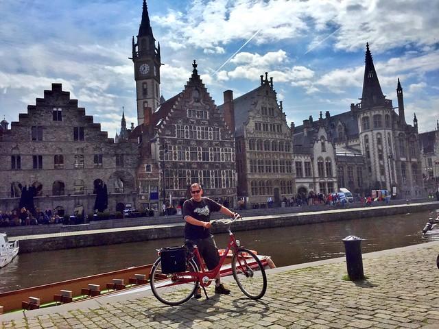 Sele en bicicleta por Gante (Korenlei y Graslei)