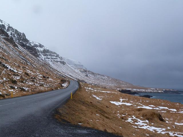 Carretera en la península de Vatnsnes (Norte de Islandia)