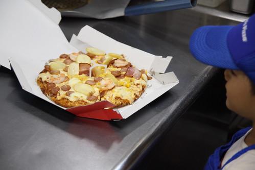 ドミノピザでピザ作り体験!