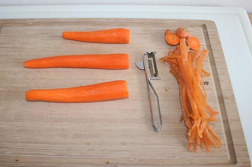 18 - Möhren schälen / Peel carrots